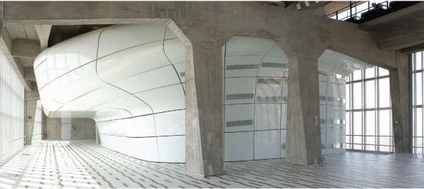 Haltestelle im Inneren des Pirelli Tower?